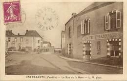 - Vendée -ref-E640- Les Essarts - La Rue D Ela Gare - Café Franaçis - Cafés - Carte Bon Etat - - Les Essarts