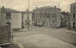 - Vendée -ref-E632bis- La Chaize Le Vicomte - Place Vers La Route De La Roche Sur Yon Et Hotel Des Voyageurs - Hotels - - La Chaize Le Vicomte