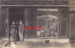 Carte Photo - (Commerce, Cercueils Couronnes, Chien, Animé). - (voir Scan Recto-verso). - Commerce