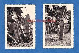 2 Photos Anciennes - Gare / Pont à Situer - Travaux De Chemin De Fer Wagon à Identifier - 1954 - Cheminot Ouvrier Train - Trains