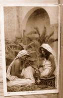 AU HAREM 2 JEUNES FILLES FUMANT N°223 - North Africa