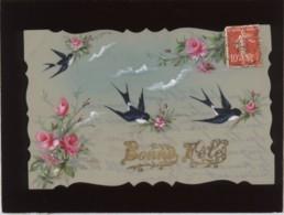 Bonne Fête Carte Peinte Sur Cellulo Oiseaux Hirondelles Fleurs Roses Rosier - Cartes Postales