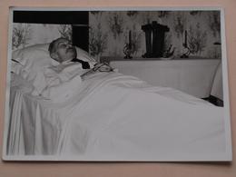 OVERLIJDEN Man ( 2 Foto's Waarvan 1 Formaat PK ) Géén Identificatie ( + 1 Extra Vrouw > 13 April 1962 Overleden ) ! - Personnes Anonymes