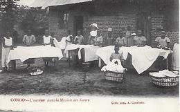 CONGO -  L OUVROIR  DANS LA MISSION DES SOEURS - Congo - Brazzaville