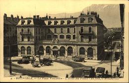 38  GRENOBLE  La Place Vaucanson  L' Hotel Des Postes - Grenoble