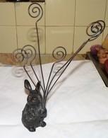 JOLI PORTE PHOTO LAPIN SCULPTURE EN FONTE TBE - Sculptures