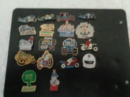 LOT DE 18 PIN'S ELF - Pin's