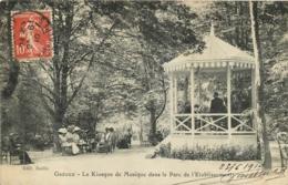 GREOUX LES BAINS  LE KIOSQUE DE MUSIQUE DANS LE PARC DE L'ETABLISSEMENT - Gréoux-les-Bains