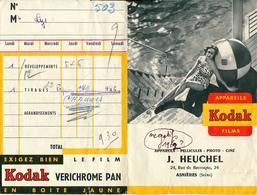 Pochette Photos KODAK (1962), Jeune Femme En Maillot De Bain Prenant Le Soleil, Bord De Mer, Pin-up, Film Verichrome Pan - Matériel & Accessoires