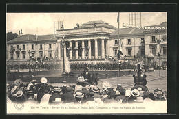 CPA Tours, Revue Du 14 Juillet, Defile De La Cavalerie, Place Du Palais De Justice - Tours