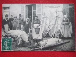 """25 - MONTAGNE DU DOUBS - """" LA CHARCUTERIE """" - ( ON TUE LES COCHONS ) - CARTE EVOYEE AU CANADA... ////   TRES RARE  //// - France"""