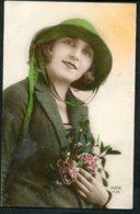 11656  CPA   Femme Au Bouquet - Femmes