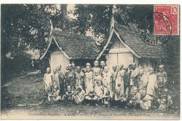 LAOS - Groupe De Bonzillons à  LUANG PRABANG - Laos