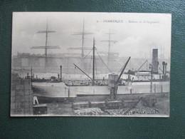 CPA  59 DUNKERQUE BATEAUX EN DECHARGEMENT - Dunkerque