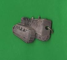 Caterpillar Trattrici Cingolati Raupe Oruga Chenille Anni '60 Metallo - Portachiavi