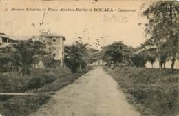 DOUALA CAMEROUN  Avenue Charles Et Place Martial MERLIN   (scan Recto-verso) FRCR00064 P - Cameroun