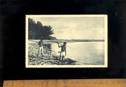 ILES CAROLINES Micronésie : Des Petits Canaques Guettent Le Poisson Pêche Pêcheurs Kanaks Kanak - Micronesia