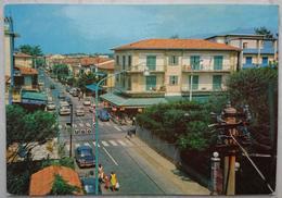 MARINA DI PIETRASANTA (LUCCA) - Via Versilia - Animata - Bar Gelateria, Foto Ugo  Vg T2 - Lucca