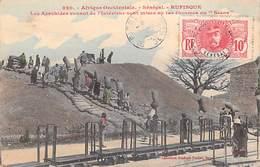 Afrique-Sénégal  RUFISQUE Les Arachides Venant De L'intérieur Sont Mises En Tas énormes Ou Secos (FORTIER 820 *PRIX FIXE - Senegal