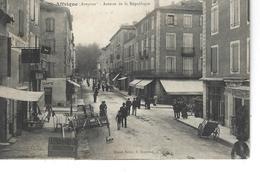 12 - SAINT AFFRIQUE - ( AVEYRON ) - T.Belle Vue Animée De La Rue De La République ( Exposition Métériel Agricole ) - Saint Affrique