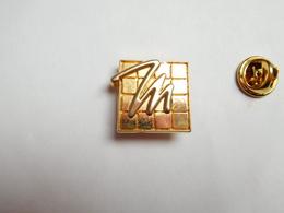 Beau Pin's En Relief , Parfum , Produit De Beauté , L'Oréal , Modeling - Parfum