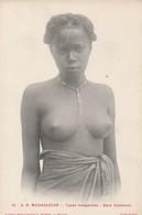 CPA MADAGASCAR BARA IMAMONO SEINS NUS   TYPES MALGACHES - Süd-, Ost-, Westafrika