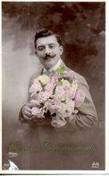 Homme Portant Un Bouquet - Hommes