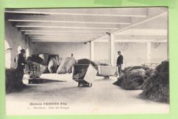 PONTARLIER - Maison PERNOD Fils - Distillerie , Salle Des Dosages - Absinthe - TBE - 2 Scans - Pontarlier