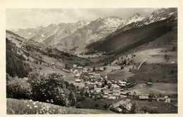 Cpsm Petit Format LA CLUSAZ (Haute Savoie) Alt 1040m Vue Generale Et Chaine Des Aravis  RV - La Clusaz