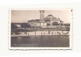 Photo ( 8.5 X 6 Cm ) Plan D'eau Monument à L'arrière Plan - Lieux