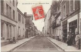 D37 - SAINT EPAIN - GRADE RUE - Fillette Assise Sur Un Banc - 3 Personnes à Côté De La Chapellerie - France