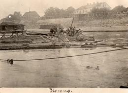 PHOTO ALLEMANDE - LITHUANIA LITUANIE - CONSTRUTION D'UNE PASSERELLE A KOWNO - KAUNAS - GUERRE 1914 1918 - 1914-18