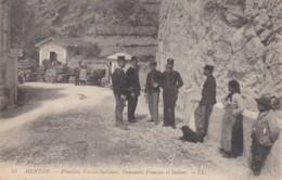 MENTON CPA  Frontière Franco-Italienne Douaniers Animées  (lot Pat 60) - Menton
