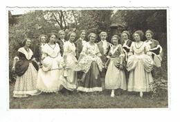 CPA 36 - Photo - Buzançais Ou Herveaux 1931 ?- Jeunes Femmes Tenues Ancien Régime Photographe Defradas Buzançais Indre - Photos