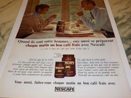 ANCIENNE PUBLICITE PLAISIR D UN BON CAFE ENTRE HOMME NESCAFE DECAFEINE  1965 - Affiches