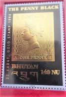THE PENNY BLACK Timbre En OR 22 Karat Carats Asie Bhoutan GOLD STAMP 1996 BUTHAN 140 NU Protection Origine Sous Plastic - Bhutan