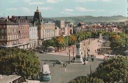 CLERMONT-FERRAND (63). Place De Jaude. Vue D'ensemble En Direction Sud-Est. Autocar (Transports: Automobile) - Clermont Ferrand