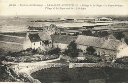 Environs De Cherbourg La Hague Auderville Village De La Roque Et Le Phare De Goury - Cherbourg