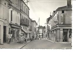 16-BARBEZIEUX- Une Vue Animée Des Magasins Rue Victor-Hugo-Maison De La Presse-DOC-Bijouterie - Autres Communes