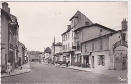 Puy Guillaume Rue Edouard Vaillant Animée Commerce Moulin Rouge - France