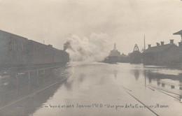 Chatelineau (Chatelet), Inondations De Janvier 1920 , Vue Prise De La  Gare Vers Namur ( Avec Train  )  Photocarte - Châtelet