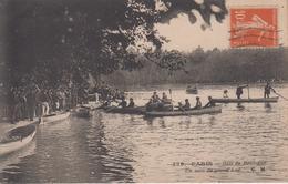 CPA Paris - Bois De Boulogne - Un Coin Du Grand Lac (avec Jolie Animation, Canots, Canotage) - Parks, Gärten