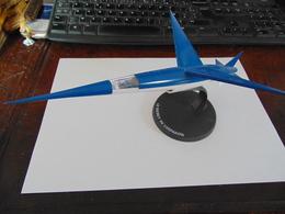 Modèle Réduit De L'avion De Blake Et Mortimer Dans Le Secret De L Espadon Miniature De 26cm Avec Support - Airplanes & Helicopters