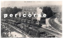46  Figeac  La Gare Locomotive Entrant En Gare - Figeac
