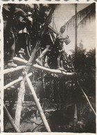 Vietnam : THAN-TRIEU : Soldats Traversant Un Pont : 1947 : ( 6cm X 4,3cm ) Photo Militaire - - War, Military