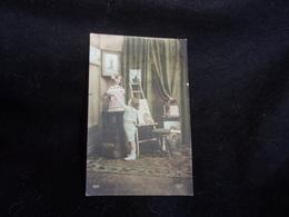Arts . Enfant .Le Petit  Peintre Et Son Modèle . Carte Photo ( Beau Tabouret De Piano )  .Voir 2 Scans . - Arts