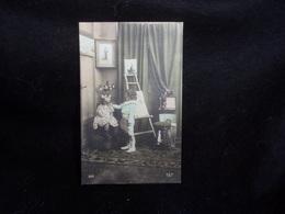 Arts . Enfant .Le Petit  Peintre Et Son Modèle . Carte Photo ( Beau Tabouret De Piano )  . - Arts