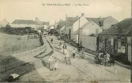 Dép 14 - Animaux - Chien - Dogs - Dog - Attelage De Chiens - Vierville Sur Mer - La Rue Pavée - état - Otros Municipios
