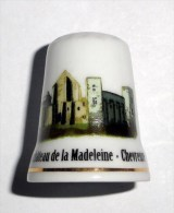 De A Coudre En Porcelaine  Chateau Madeleine Chevreuse - Dés à Coudre