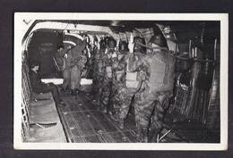 CPSM PHOTO PARACHUTISME - TB PLAN En CP Photographique De Militaires Parachutistes TB VUE Dans AVION - Regiments